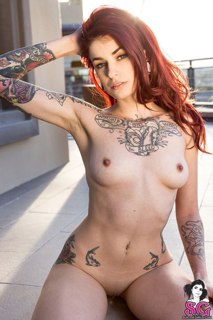 tattooed women moels naked