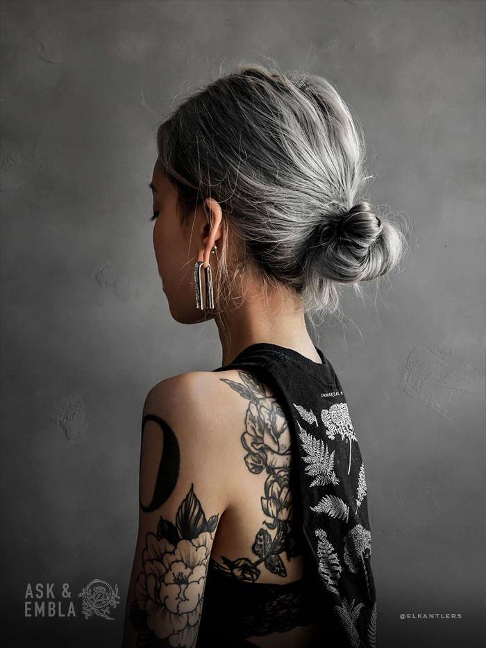 Varra Hangers on @elkantlers❄️🖤Tap to shop her style!