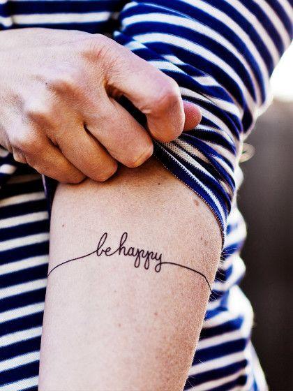 """Kurz, aber trotzdem cool: """"Be happy"""". Weitere Sprüche auf Englisch findest du…"""