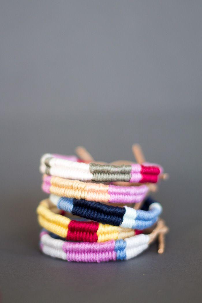 gewickelte Armbändchen - indem man Wolle oder Garn um ein Lederband wickelt entstehen diese süßen Freundschaftsbändchen - lindaloves.de