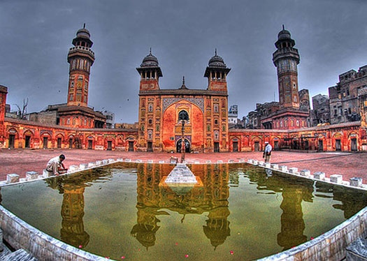Wazir Khan's Mosque in PakistanWazir Khan, Mosques Masjid, Beautiful Mosques, Lahore Pakistan, Amazing Pakistan, Majestic Mosques, Beautiful Places, Beautiful Masjid, Khan Mosques