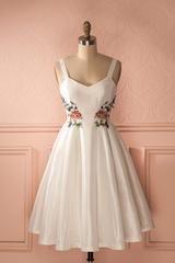 Daffrosa - White Dress Floral Emboideries