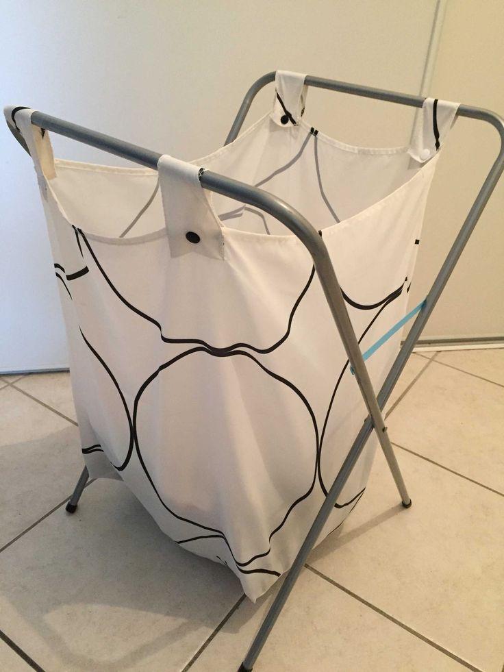 Recycler un rideau de douche en panier à linge<br /><p><br></p><br /><p>J'avais un vieux panier à linge en tissu plastique qui a fini par se déchirer et un rideau de douche dont je ne me servais pas en tissu imperméable solide.J'ai donc associé les deux pour me faire un nouveau panier à linge.</p>