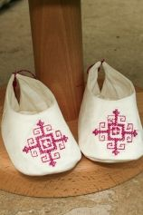 """Cute baby bootees, embroidered with Romanian traditional motifs: """"Anna""""."""