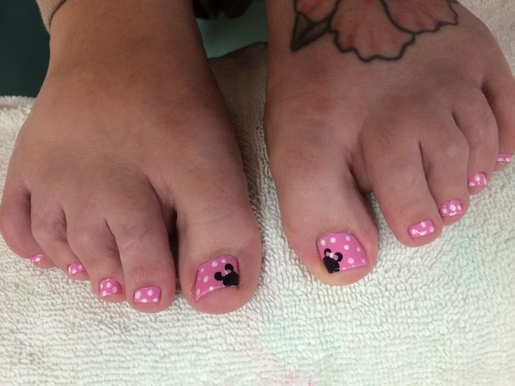 Pink Minnie Mouse themed toe nails. Disney nails - 17 Best Images About Disney Nails On Pinterest Disney, Pedicures