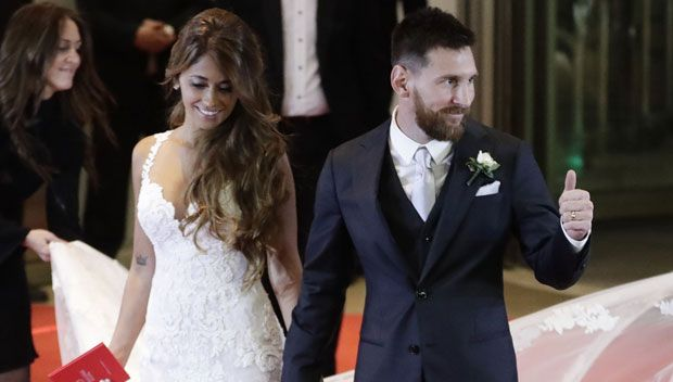 Antonella Roccuzzo Is A Breathtaking Vision Of Beauty In Her Elegant Wedding Gown https://tmbw.news/antonella-roccuzzo-is-a-breathtaking-vision-of-beauty-in-her-elegant-wedding-gown  Here comes the bride! Antonella Roccuzzo married the love of her life, Lionel Messi, on June 30 and she tied the knot in a gorgeous and super glamorous plunging white Rosa Clara gown. We've fot the picsThere are really only two words to describe how Antonella Roccuzzo in her wedding gown: ¡Qué hermosa! The…
