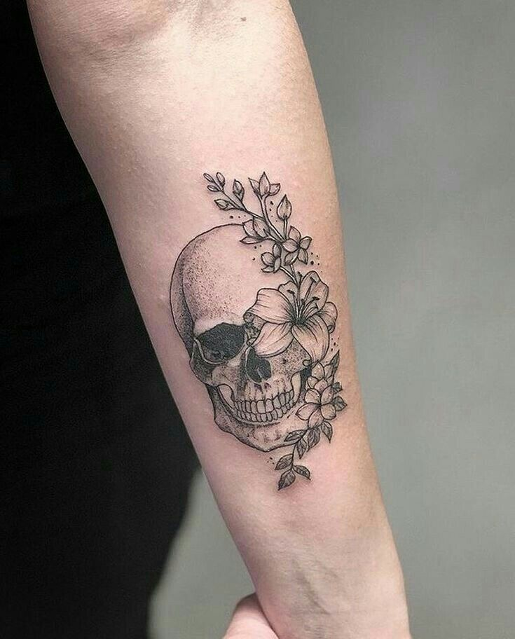 Amazing skull and flower tattoo #Blumentattoo #Amazing # skull #and