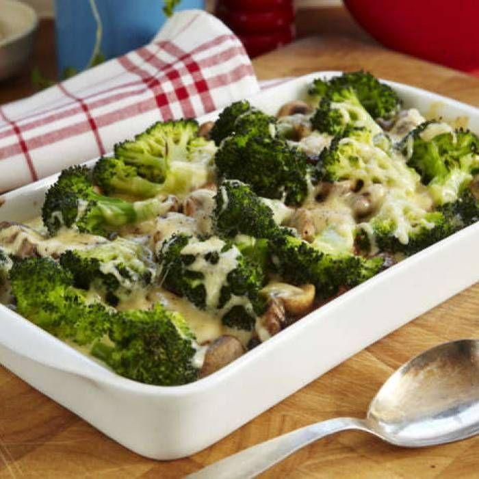 Broccoligratäng med kassler och champinjoner