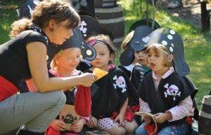 Piratenparty als Thema für einen Kindergeburtstag. Ideen für die Piratenparty könnten sein: Flaschenpost-Einladungen, Schatzkarte & Schatzsuche, Piratenhüte basteln etc. Noch mehr Ideen gibt es auf www.Spaaz.de