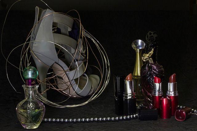 Ingyenes kép a Pixabay-en - Csendélet, Rúzsok, Parfümök, Beads