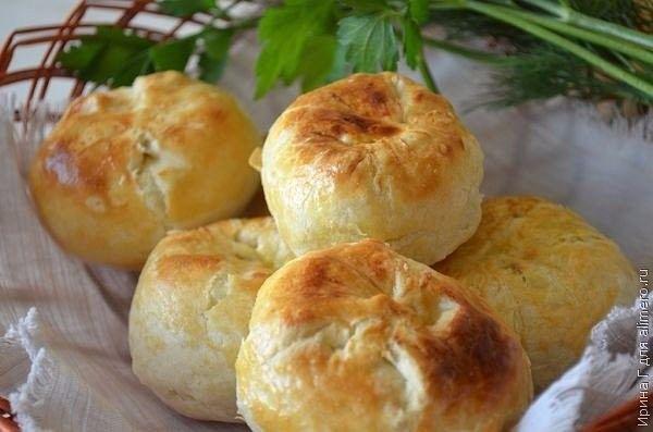 Кныш— характерный длябелорусской кухнинебольшой круглый пирожок. Кныш в основном булочка-шар: картофельное пюре, окруженное тонким слоем слоеного теста.  Он может быть запеченный и обжаренный с…