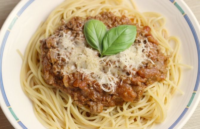 Slimming World spag bol recipe. You CAN have pasta, red meat and cheese and still LOSE weight. The whole family will enjoy this Slimming World spag bol!