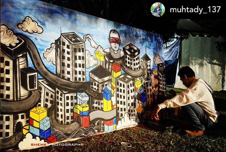 Salah-satu mural di kanvas raksasa pada parade lukis Piasan Seni Banda Aceh.  Posted @muhtady_137 Piasan seni  #piasanseni #piasanseni2017 #piasansenibna #art #culture #aceh #bandaaceh #charmingbandaaceh  #piasanseni2016 #gambar #gambarabstrak #lukisan - Piasan Seni Banda Aceh 2017 http://bit.ly/1ifHj8G Get more on Piasan Seni Facebook FanPage http://bit.ly/2pS796E ============== OFFICIAL UPDATES ABOUT PIASAN SENI BANDA ACEH 2015 ------------------------ www.piasanseni.org…