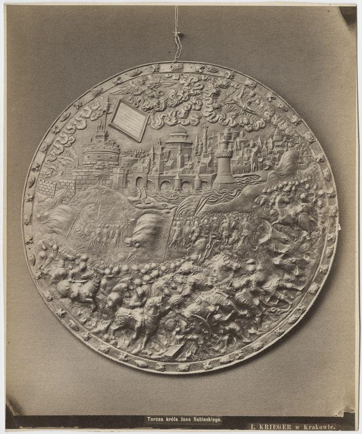 """Tarcza """"wróżebna"""" króla Jana III Sobieskiego, Kraków, koniec XIX wieku, fot. Zakład I. Krieger"""