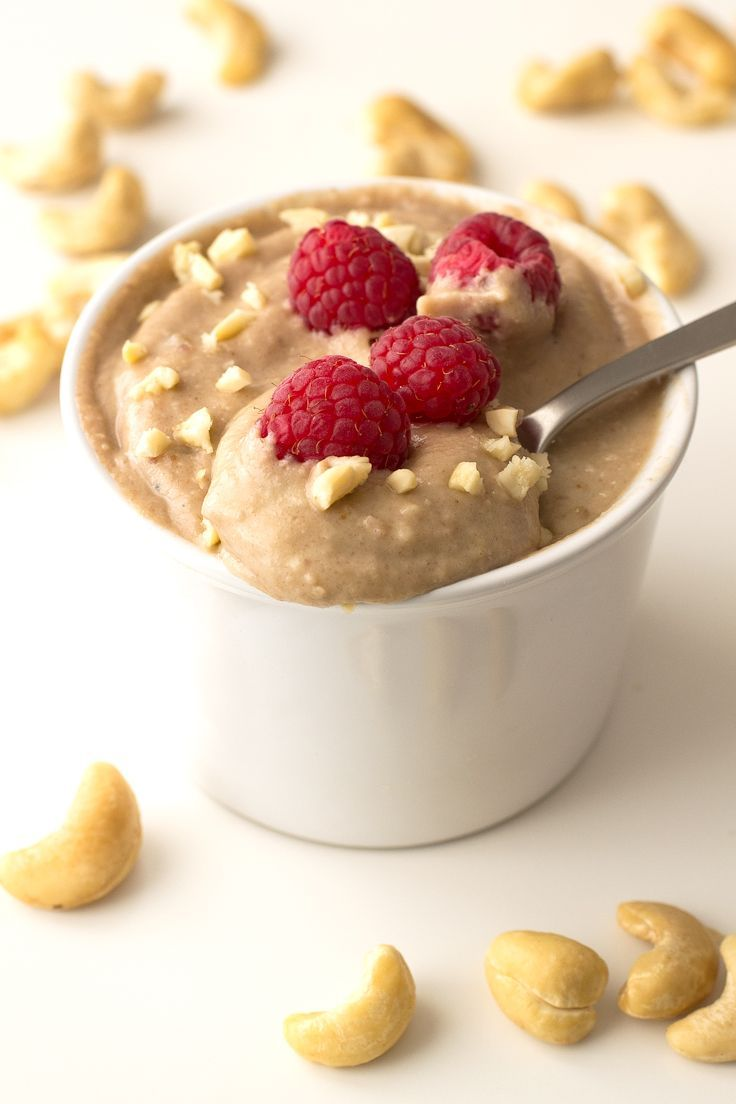 I'm in love with this raw vegan banana pudding, actually it's one of my favorite desserts, especially if I add lots of fresh raspberries on top.