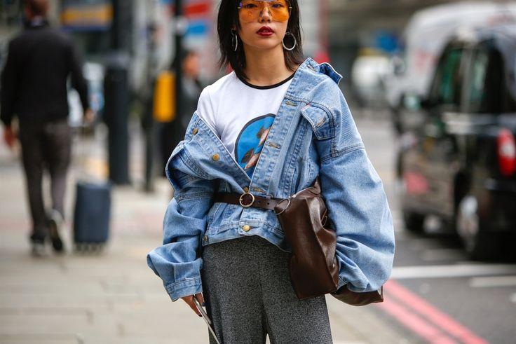 Veder correre it girl, addette ai lavori e fashion influencer da una sfilata all'altra è come assistere a una passerella all'aperto. C'è chi sfoggia loo