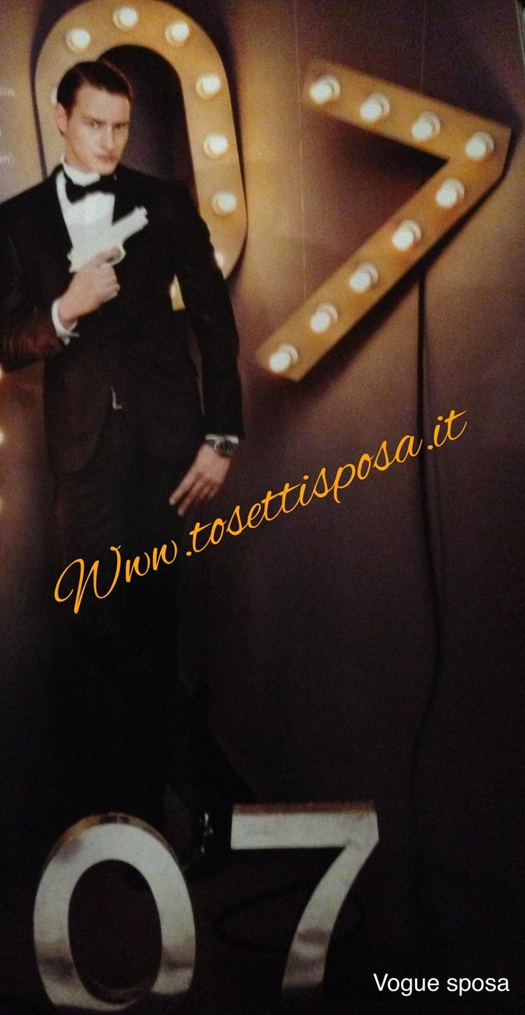 Lo sposo 2013.... VOGUE SPOSA lo vede così .... un moderno 007.....è perché no!!!!! Un moderno gentiluomo impeccabile in abito nero!! Vieni a vedere tutte le nostre collezioni!! Il nostro regalo di nozze.....un accessorio del tuo abito e se acquistate da sposo e da sposa una settimana di soggiorno da sogno!! Www.tosettisposa.it