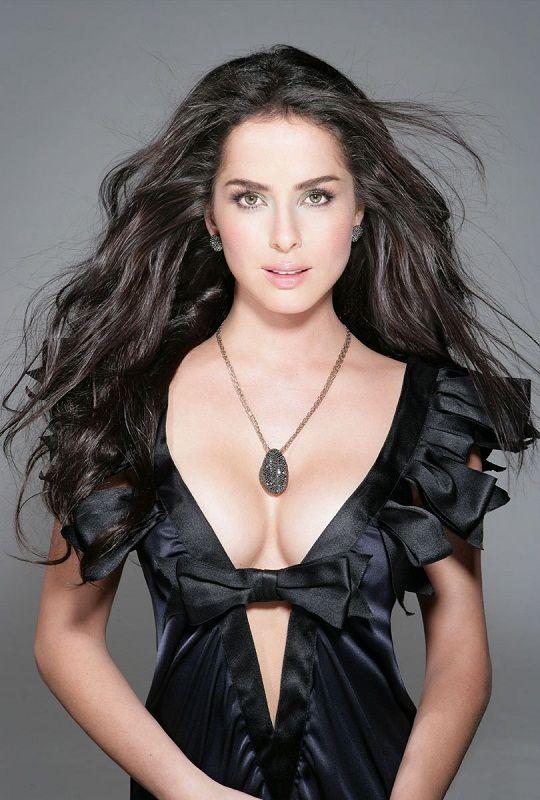Данна Гарсия / Danna García (род. 4 февраля 1978) - колумбийская актриса. Рост 160 см.