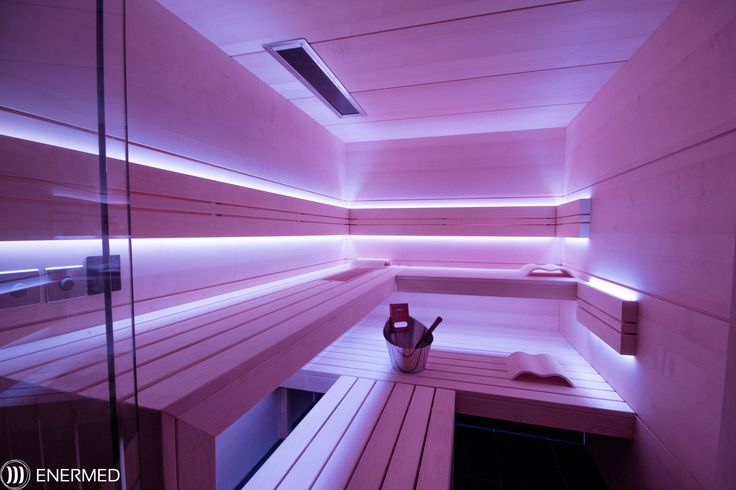Sauna nach Maß / für Kunden geplant / Finnische Sauna / Sentiotec Steuerung & Ofen / Harvia Saunaset / Wände innen: Ahorn / Bänke: Espe / Akzente: Thermo Esche