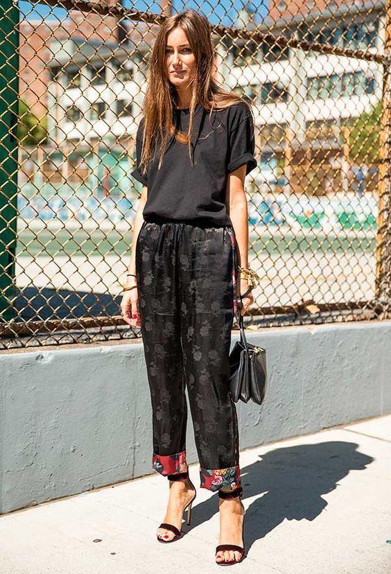 blusa, tshirt preta, calça de seda, look pijama, sandália de tira