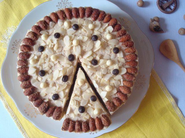 Mandlový dort s mandlovým krémem | Almond Gateau with Almond Buttercream - www.vune-vanilky.cz