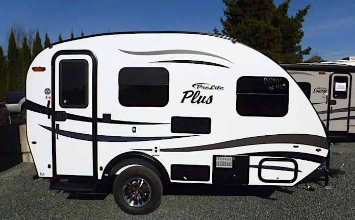 8 Best Small Campers Under 2,000 lbs. with Bathrooms in ...