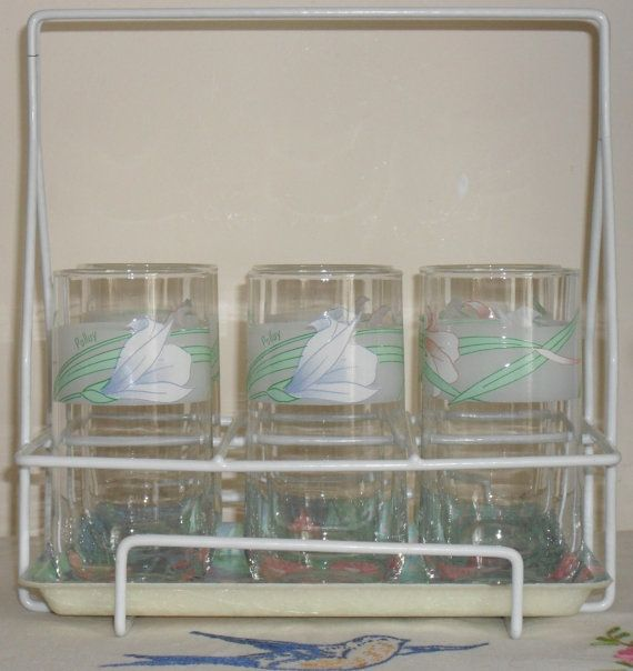 Vintage 1980s Glasses and Tray in a Carry by AuntyDollsWardrobe
