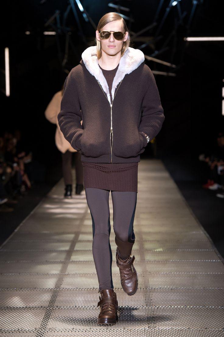 Look 40 - #Versace Men's Fall/Winter 2015-16 fashion show. #VersaceMenswear