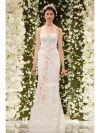 Met een bloemenkroon in je haar en een prachtige jurk van Reem Acra's Bridal Fall 2015-collectie kan het alleen maar een droom van een bruiloft worde...