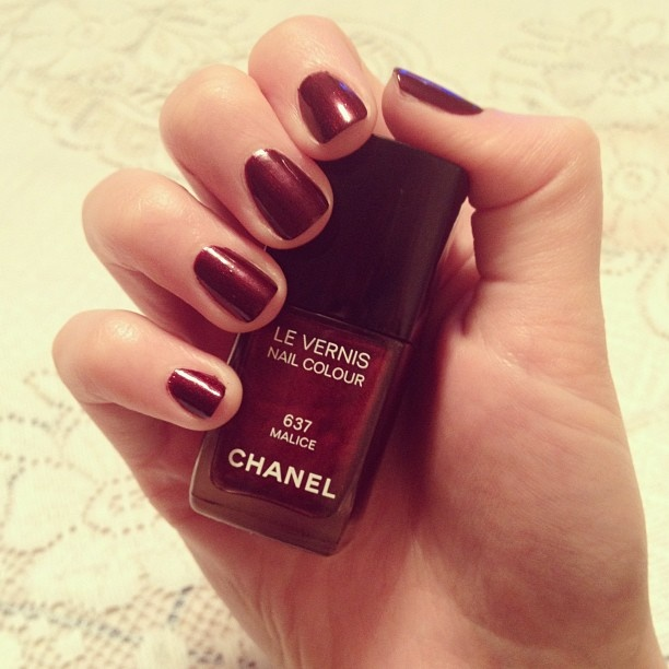 Рождественский маникюр ✨ #nails #beauty #chanel #fashionblogger #fashionista #red #blogger #loveit #instadaily - @daria_kunilovskaya- #webstagram