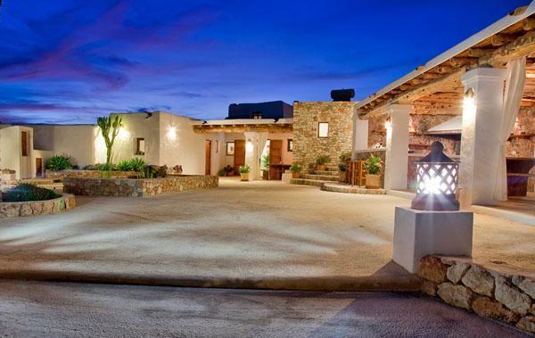 Casa de playa en Cala Vadella. 5 Dormitorios + 5 Baños + 10 Plazas > http://www.alwaysonvacation.es/alquileres-vacaciones/1149829.html?currencyID=EUR #AlwaysOnVacation #Verano #IslasBaleares