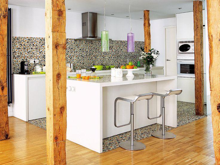 Una cocina abierta y luminosa