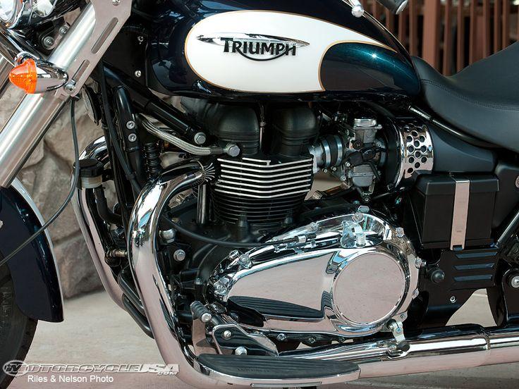 Triumph Motorradmotoren | 2011 Triumph America First Ride Bild 12 von 13  – bearded hairstyle