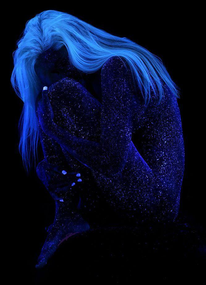 Against the Dark - actegratuit: Black Light Bodyscapes by John Poppleton