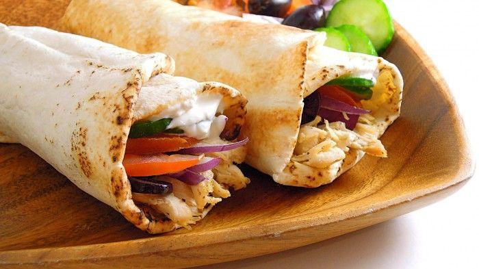 Greek Chicken Pita Wrap on http://chichilicious.com