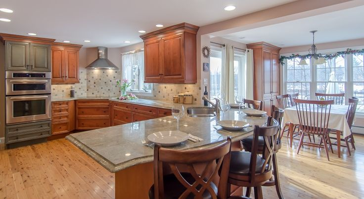 1000 images about two toned kitchens on pinterest two for Kitchen ideas for medium kitchens