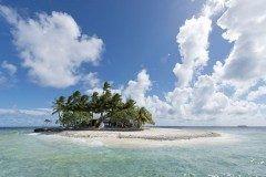 太平洋上に浮かぶ島国ミクロネシア連邦のジープ島は究極の癒しの島 コテージから一歩出ると熱帯魚が泳ぐエメラルドグリーンの海が広がりその風景は楽園そのもの 一度でいいからこんな島でバカンスを楽しんでみたい(ˊᗜˋ)و tags[海外]