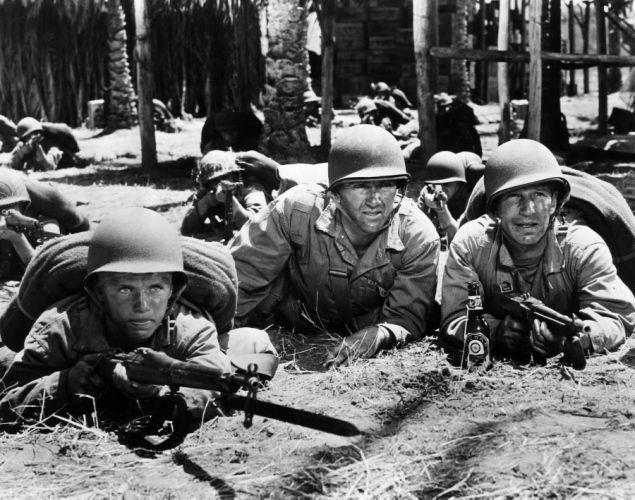 """A la izquierda, un joven Richard Jaeckel, Preston Foster en el centro y ,el veterano LLoyd Nolan.la película """"Diario de Guadalcanal""""."""