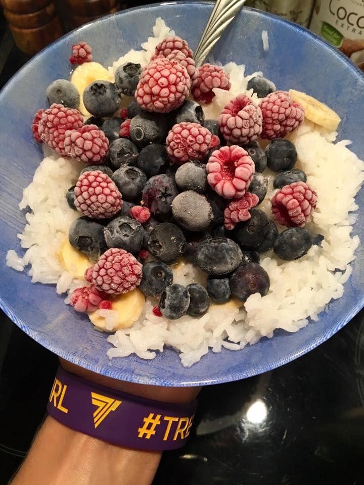Macie ochotę na pyszny deser? ;) #healthylifestyle #foodporn #zdrowo #fitness #foodisfuel #czystamicha #dieta #fitgirl #bodybuilding #fitness #motivation #sugarfree #nosugar #photooftheday #video #owoce #niedziela #foodinspiration #polishgirl #trecgirl #przepis #przepisy #recipe #desery #dietetyczneprzepisy #fitprzepisy #przepisydietetyczne #diet  @trecnutrition