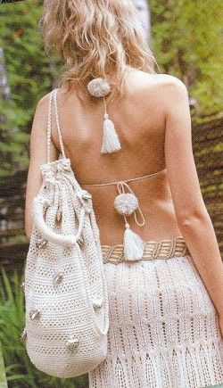 Белоснежная ажурная юбка, связанная спицами, и сумочка, связанная крючком