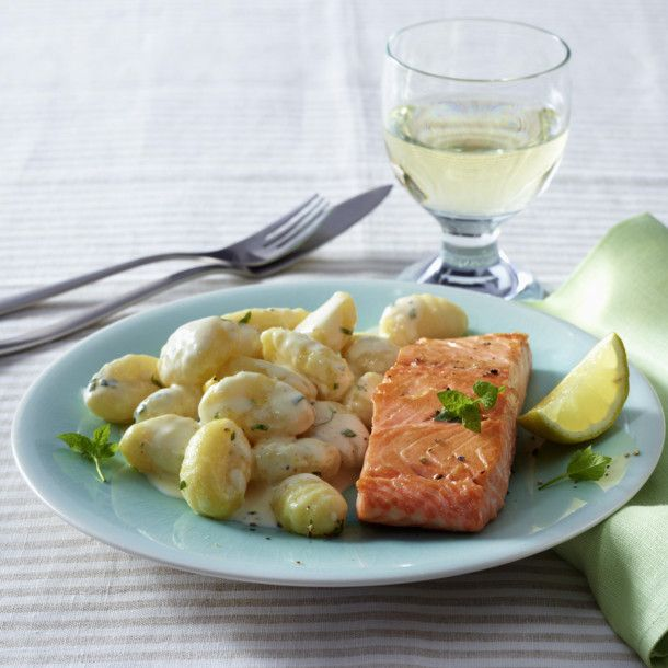 Unser beliebtes Rezept für 20-Minuten-Zitronen-Gnocchi mit Lachs und mehr als 55.000 weitere kostenlose Rezepte auf LECKER.de.