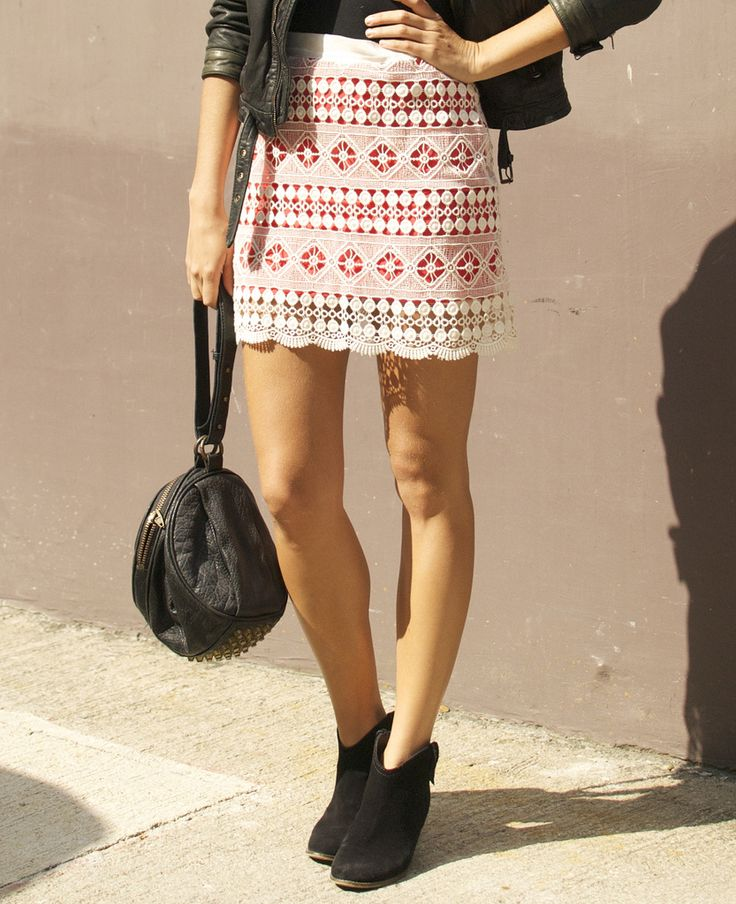DIY BRIGHTLY LINED LACE MINI SKIRT...I would make it a little longer!