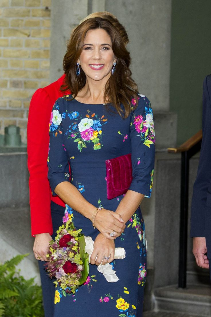 Crown Princess Mary attended the dinner in honor of the award of the search for the Carlsberg Foundation, Copenhagen. 10 September 2014.