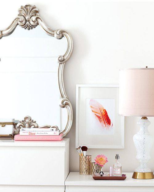 chic vanity: Lamps, Feathers Art, Idea, Mirror Mirror, Interiors Design, Vanities, Dressers, Mirrormirror, Vignette