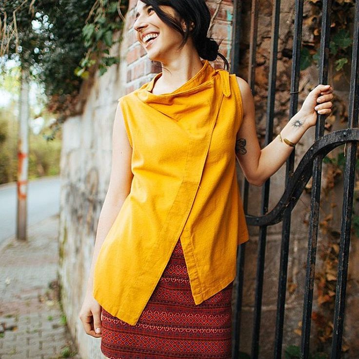 Yelek: #startrek Etek: #severine • www.clandestinoshop.com • #yelek #sonbahar #autumn #street #sarı #yellow #urban #boho #bohemian