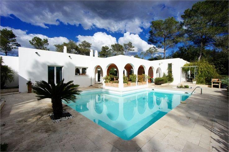 Magnifique villa à vendre à Montpellier chez Capifrance !     Située à 10 mn du nord de Montpellier, propriété de 300 m² dans un domaine privé et sécurisé .    Plus d'infos > Elisabeth Thoulouze