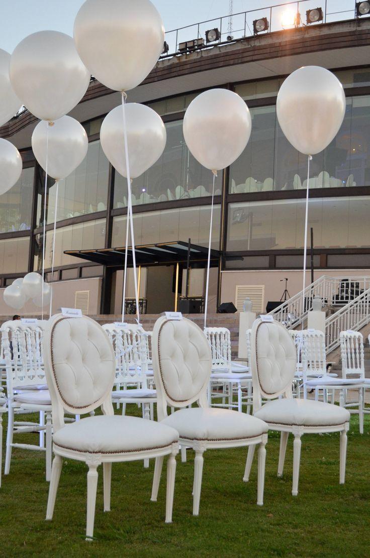 Globos blancos: Un civil lleno de elegancia y sofisticación - por Ramiro Arzuaga
