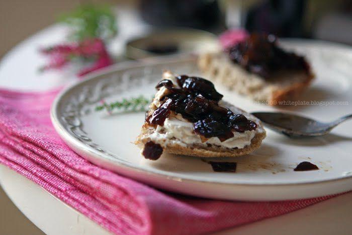 White Plate: Konfitura z karmelizowanej cebuli // Caramelised Onion Chutney
