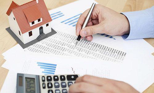 Какой налог придется заплатить при покупке... http://uinp.info/important_news/kakoj_nalog_pridetsya_zaplatit_pri_pokupke_kvartiry  Украинцы, которые впервые приобретают собственное жилье, должны знать, что во время покупки следует оплатить четыре главных налоги.Во время операций с недвижимостью субъекты договоров о купле-продаже недвижимого имущества уплачивают следующие налоги сборы: государственная пошлина, сбор на обязательное пенсионное страхование, налог с доходов физических лиц…
