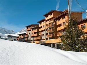 Frankrijk Franse Alpen Tignes Val Claret  Residence CGH Le Nevada ligt in het centrum van de levendige wijk Val Claret en nabij de schitterende skipistes van Espace Killy. De hedendaagse architectuur en warme inrichting maken het tot een...  EUR 1232.00  Meer informatie  #vakantie http://vakantienaar.eu - http://facebook.com/vakantienaar.eu - https://start.me/p/VRobeo/vakantie-pagina